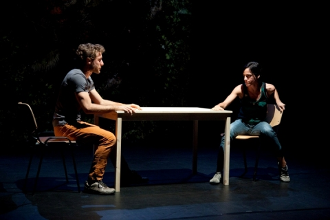 Scène uit 'A gesture is nothing but a threat'. Foto Lucian Renita